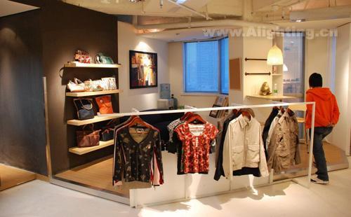 实体服装店装修方; 韩范风格开放式服装店装修效果图