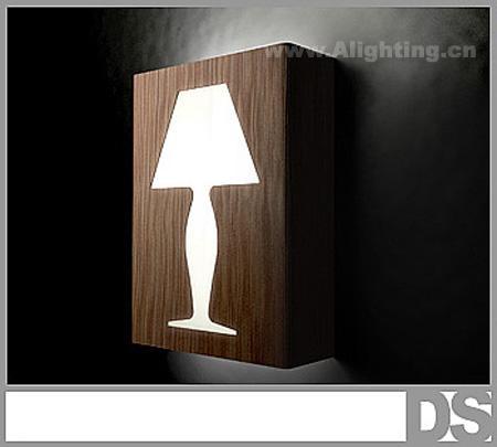 镂空墙灯,这款墙灯设计非常独特,采用镂空的方法将传统台灯的轮廓结合
