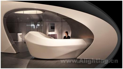 罗卡伦敦画廊的室内设计呈水流造型