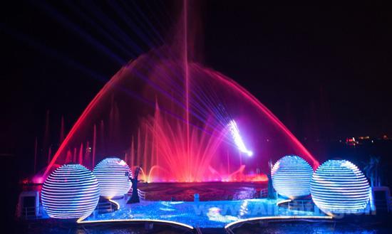 """凤凰天堂"""",集海洋文化,凤凰文化,国内外舞台创意和电子高科技"""