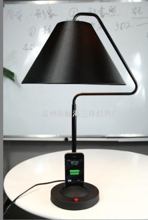 TD-903  苹果充电台灯