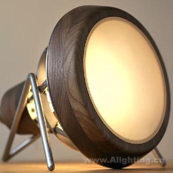 手工制作黑核桃与钢筋笼结合的工业灯