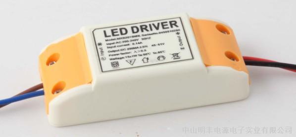 类型:室内恒压 调光方式:可控硅 输入电压:40-240VAC 输出电压:12VDC 输出电流:8.5A 功率:100W 防护等级:IP20 工作温度:-20 ~ 40 封装形式:不防水 应用:其他室内、LED灯条灯带、投光灯 认证:EMC、3C、ROHS、CE