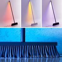扫帚摇身一变成为霓虹闪耀的落地灯