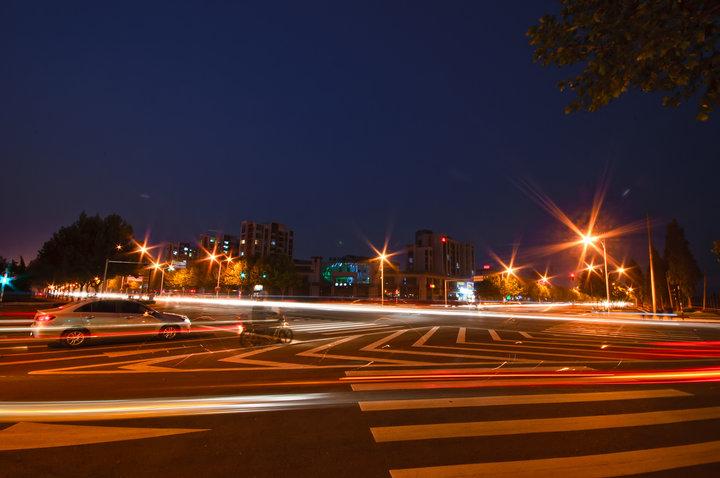 青岛市希尔顿假日大酒店夜景-天奇灯光设计