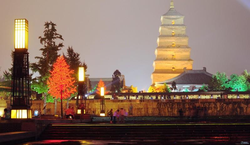 迷人的大雁塔音乐喷泉广场夜景