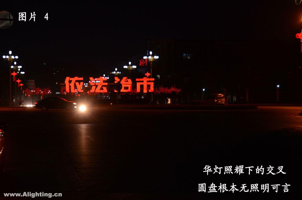 据介绍,这一段路是乡镇请灯具厂家设计安装的,不属路灯所图片