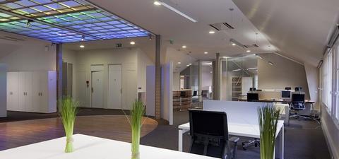 主题:办公空间设计光跳跃在灵感的空间