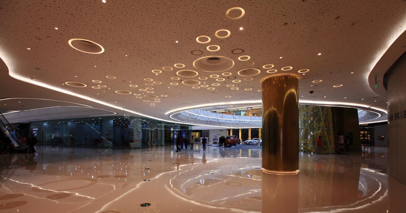 它是中国奢侈品牌最集中,奢侈品旗舰店最多,单体造价最高,外立面最图片