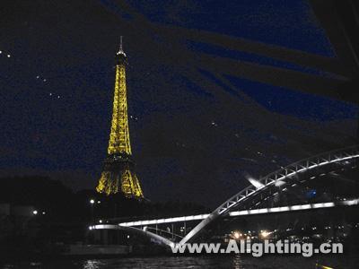 图10,埃菲尔铁塔与赛纳河桥的夜景照明相互辉映