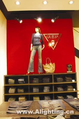 GUESS店铺陈列与灯光设计技巧 组图