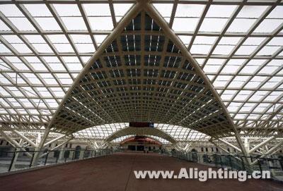 青岛火车站竣工 用太阳能日常照明(图)