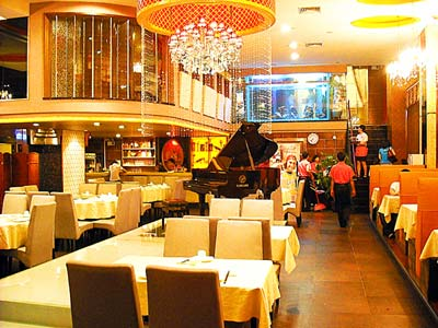 一般酒店通常设有中国式餐厅和西式餐厅,这两种类型的餐厅,由于在功能图片