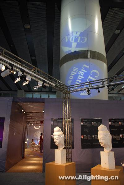 称赞中国照明设计师的灯光表达技巧与对灯光设计事业的热情;国内建筑