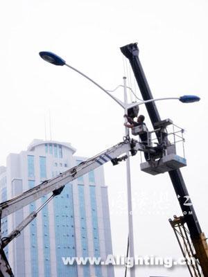湛江 人民大道/安装新路灯