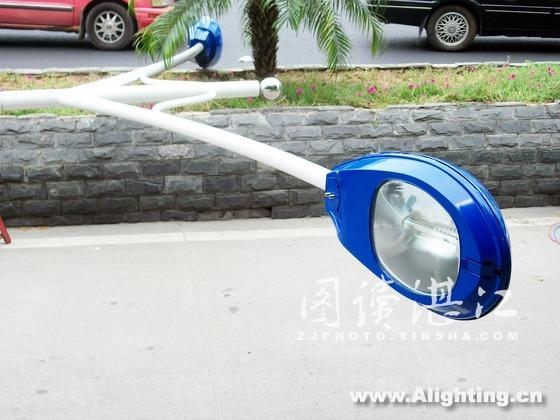 湛江 人民大道/新安装上的双火路灯