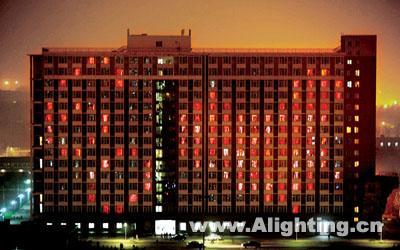晚上8点,浙江大学宁波理工学院生活园区的两幢寝室,随着两幢大楼图片
