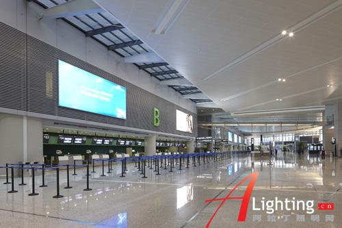 照明案例 工程案例 正文    大空间泛光照明的灯具尽可能的隐藏,做到图片